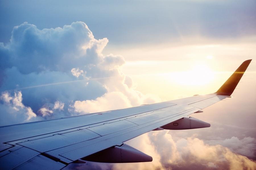 plane-841441 Bagaglio a mano: cosa mettere quando si viaggia per più giorni