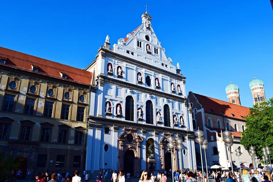 monaco-di-baviera-michaelerkirche-02 Monaco di Baviera: itinerario di tre giorni nella città dell'Oktoberfest