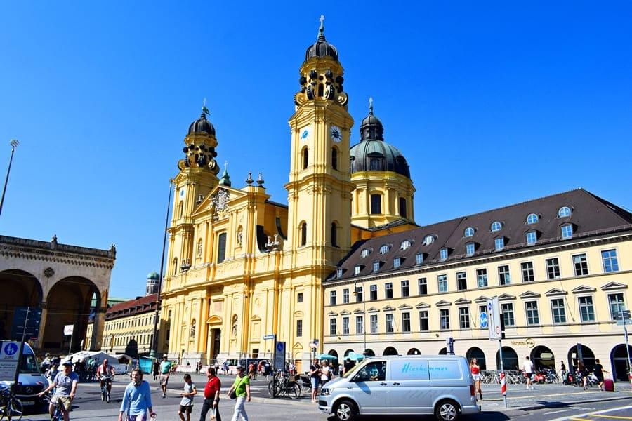 monaco-di-baviera-theatinerkirche-01 Monaco di Baviera: itinerario di tre giorni nella città dell'Oktoberfest