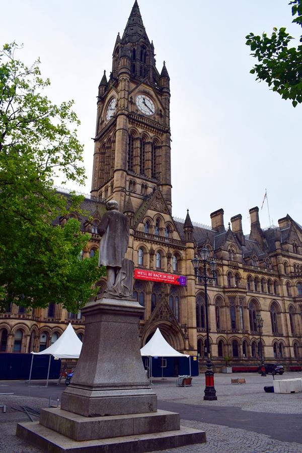 cosa-vedere-a-manchester-albert-square-02 Manchester: meta ideale per un weekend