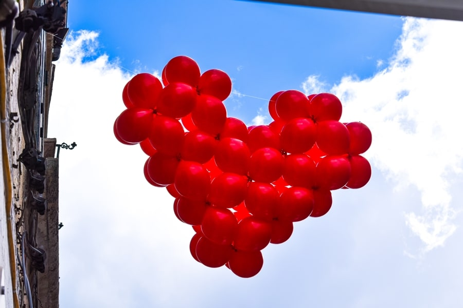 san-valentino-vico-del-gargano-cuore-palloncici San Valentino a Vico del Gargano: la festa dell'amore e delle arance