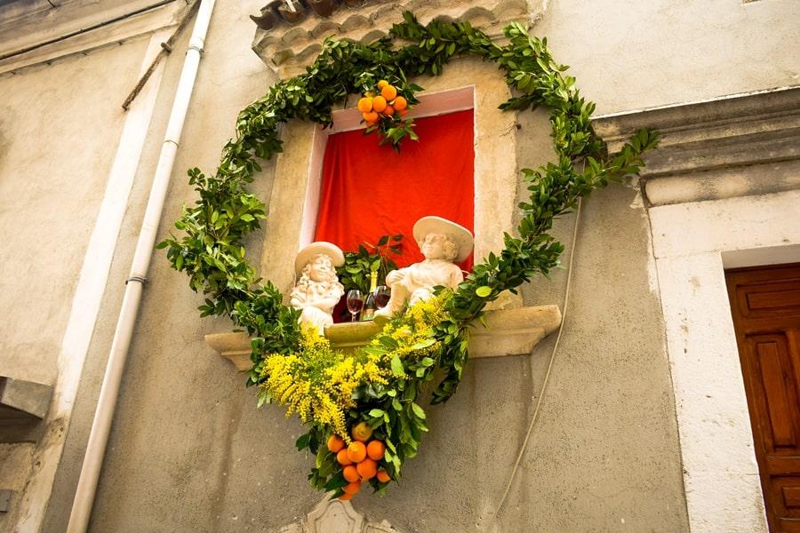 san-valentino-vico-del-gargano-decorazione-arance San Valentino a Vico del Gargano: la festa dell'amore e delle arance