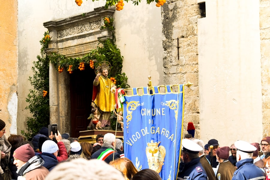 san-valentino-vico-del-gargano-processione San Valentino a Vico del Gargano: la festa dell'amore e delle arance