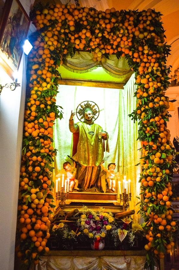 san-valentino-vico-del-gargano-statua-san-valentino-arance San Valentino a Vico del Gargano: la festa dell'amore e delle arance