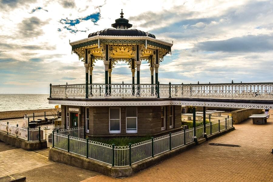 cosa-vedere-a-brighton-inghilterra-the-brighton-bandstand-01 Cosa vedere a Brighton in un giorno, la più famosa città balneare inglese