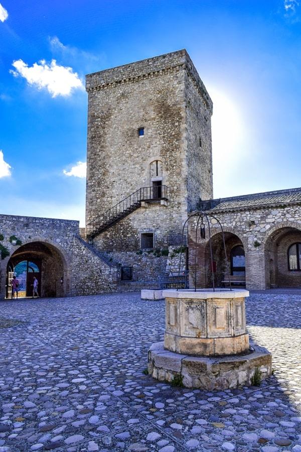 castello-deliceto-monti-dauni-posti-da-vedere-in-puglia-02 Itinerario tra i borghi dei Monti Dauni: una Puglia tutta da scoprire!