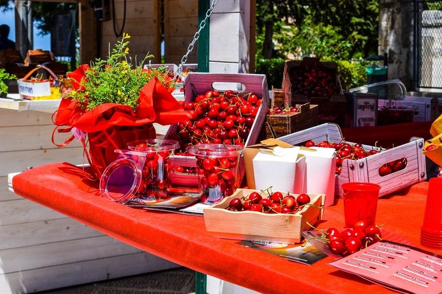 cosa-vedere-a-conversano-festa-ciliegie-conversano-01 Posti da visitare in Puglia: Conversano e dintorni