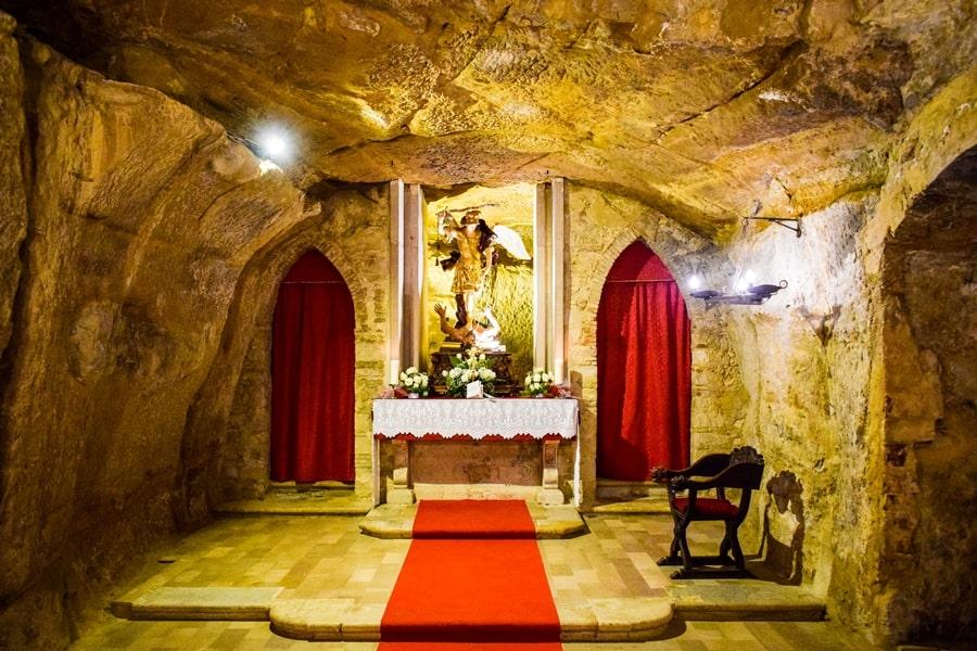 grotta-san-michele-orsara-di-puglia-monti-dauni-posti-da-vedere-in-puglia-01 Itinerario tra i borghi dei Monti Dauni: una Puglia tutta da scoprire!