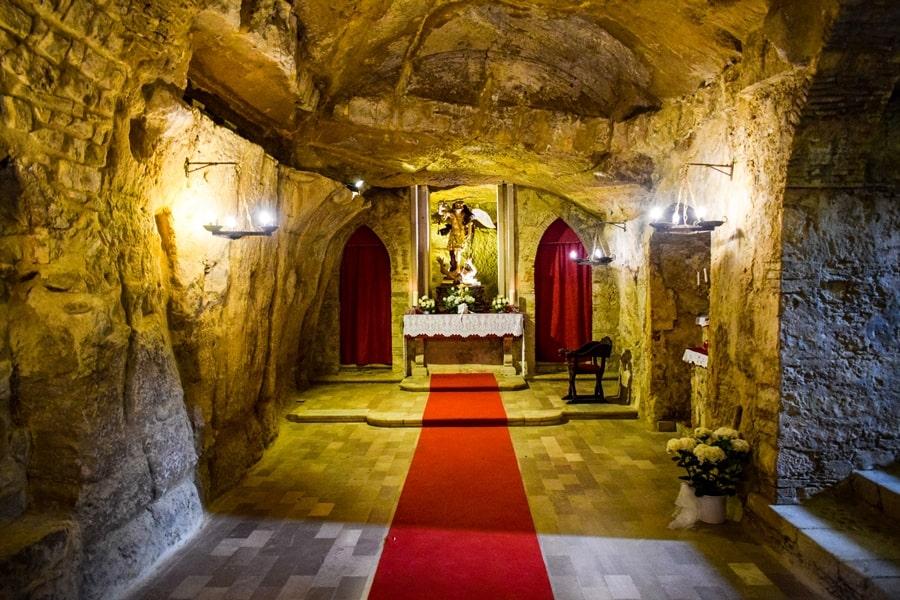 grotta-san-michele-orsara-di-puglia-monti-dauni-posti-da-vedere-in-puglia-03 Itinerario tra i borghi dei Monti Dauni: una Puglia tutta da scoprire!