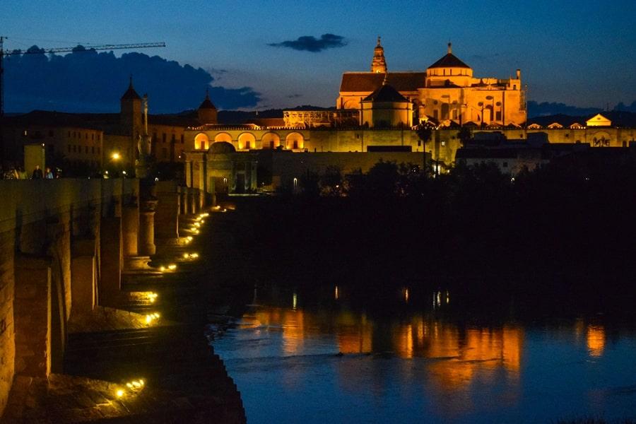 cosa-vedere-a-cordoba-un-giorno-ponte-romano-tramonto-andalusia-spagna-02 Cordoba: cosa vedere in 24 ore, dove mangiare e dormire