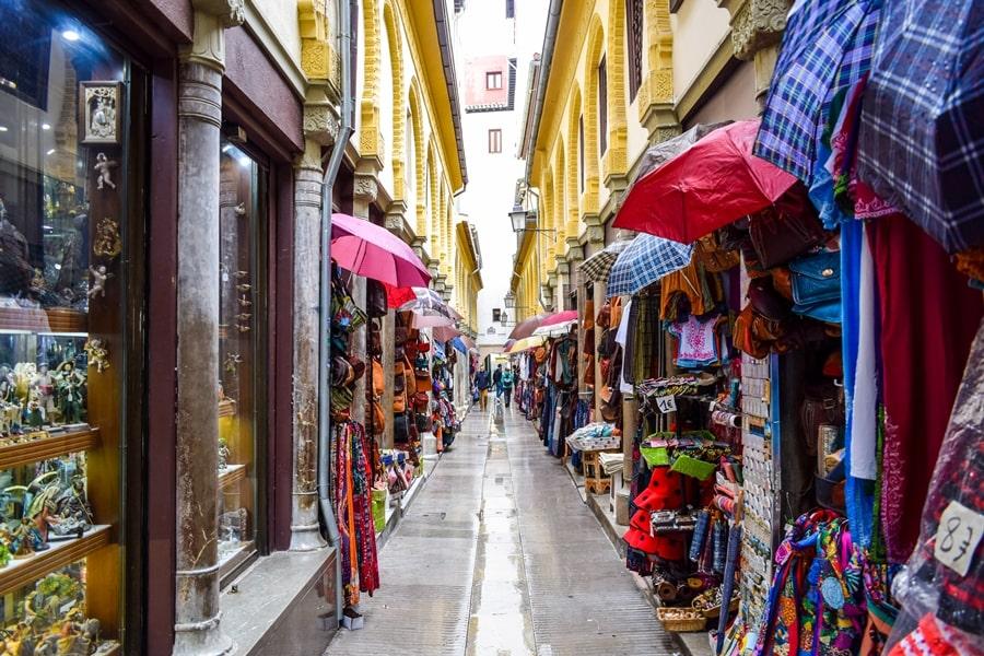 cosa-vedere-a-granada-due-giorni-alcaiceria-02 Granada: cosa vedere in due giorni nella città dell'Alhambra