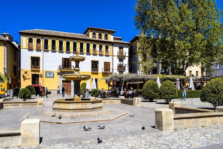 cosa-vedere-a-granada-due-giorni-paseo-de-los-tristes-0 Granada: cosa vedere in due giorni nella città dell'Alhambra