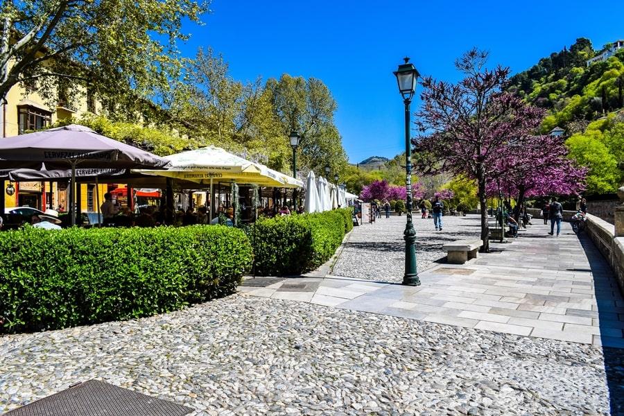 cosa-vedere-a-granada-due-giorni-paseo-de-los-tristes-01 Granada: cosa vedere in due giorni nella città dell'Alhambra