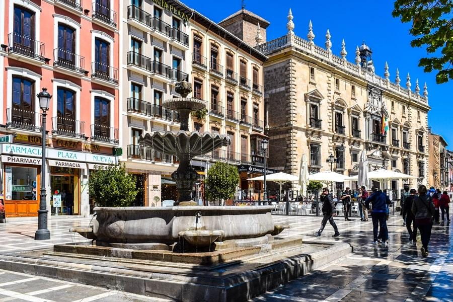 cosa-vedere-a-granada-due-giorni-plaza-nueva-01 Granada: cosa vedere in due giorni nella città dell'Alhambra