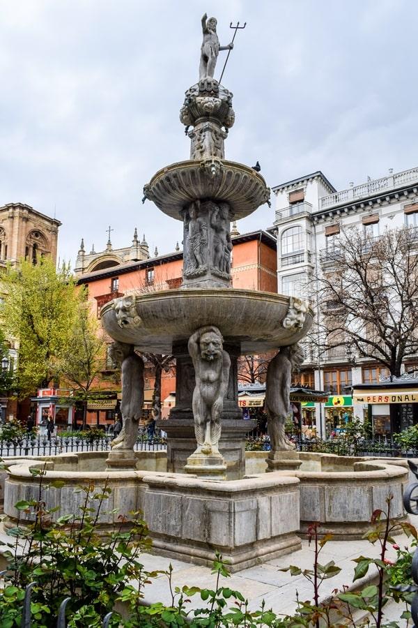 cosa-vedere-a-granada-due-giorni-plaza-rib-rambla Granada: cosa vedere in due giorni nella città dell'Alhambra