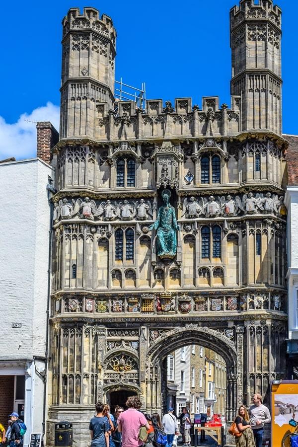cosa-vedere-a-canterbury-christ-church-gate Canterbury: cosa vedere e fare in un giorno partendo da Londra