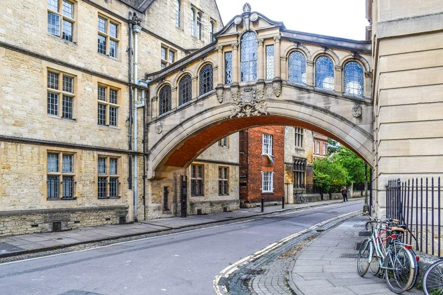cosa-vedere-a-oxford-ponte-dei-sospiri-inghilterra-regno-unito Cosa vedere a Oxford, itinerario di un giorno da Londra