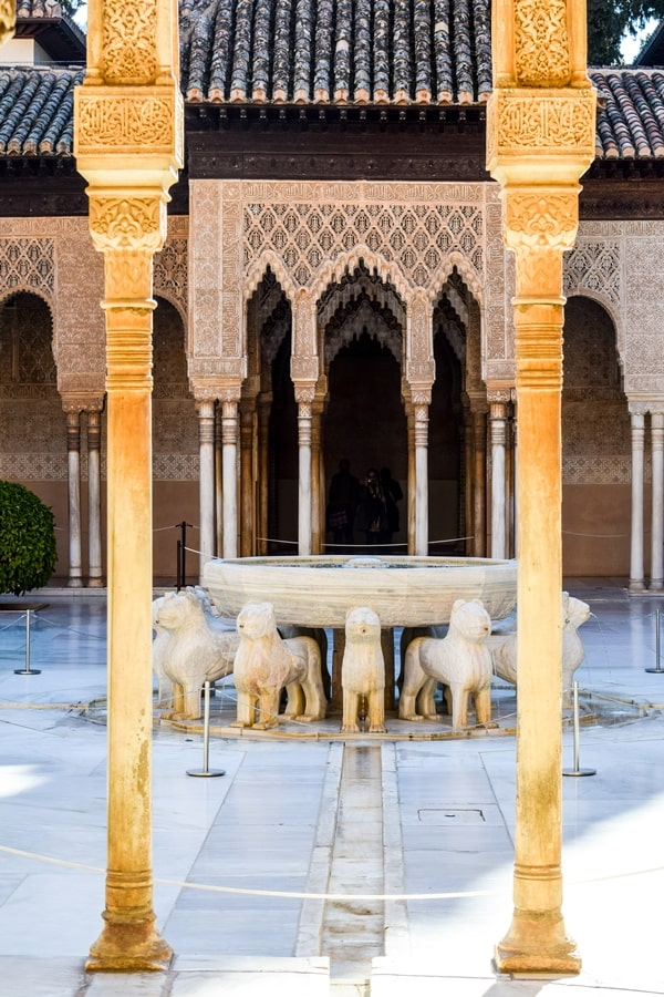 alhambra-granada-cortile-dei-leoni-01 L'Alhambra di Granada: tutte le informazioni sulla visita e i biglietti