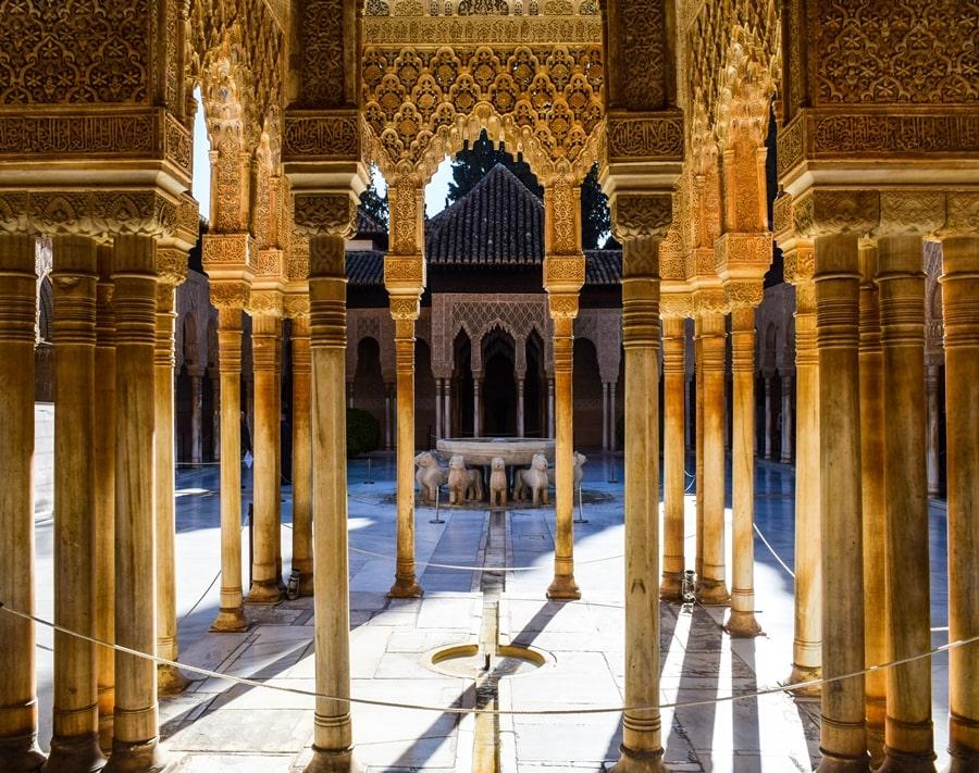 alhambra-granada-cortile-dei-leoni-03 L'Alhambra di Granada: tutte le informazioni sulla visita e i biglietti
