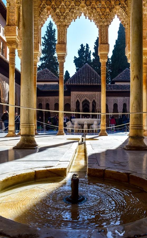 alhambra-granada-cortile-dei-leoni-04 L'Alhambra di Granada: tutte le informazioni sulla visita e i biglietti