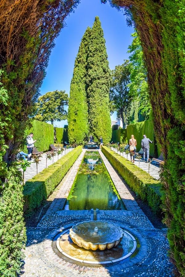 alhambra-granada-generalife-giardini-01 L'Alhambra di Granada: tutte le informazioni sulla visita e i biglietti