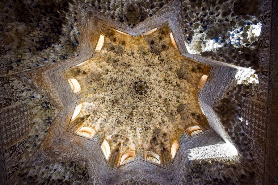 alhambra-granada-palazzi-nasridi-01 L'Alhambra di Granada: tutte le informazioni sulla visita e i biglietti
