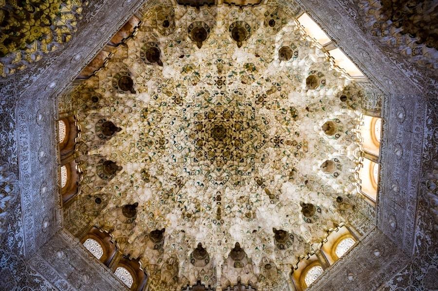alhambra-granada-palazzi-nasridi-02 L'Alhambra di Granada: tutte le informazioni sulla visita e i biglietti