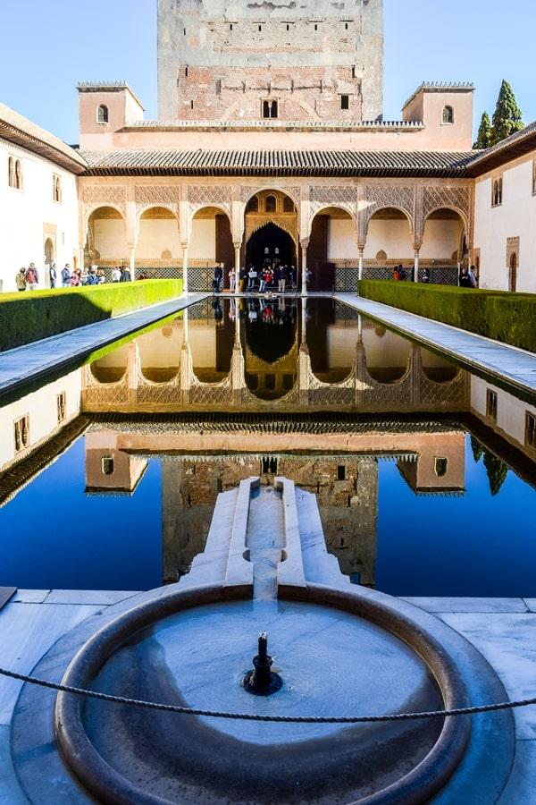 alhambra-granada-palazzo-comeres-cortile-mirto-01 L'Alhambra di Granada: tutte le informazioni sulla visita e i biglietti