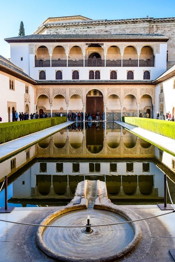 alhambra-granada-palazzo-comeres-cortile-mirto-02 L'Alhambra di Granada: tutte le informazioni sulla visita e i biglietti