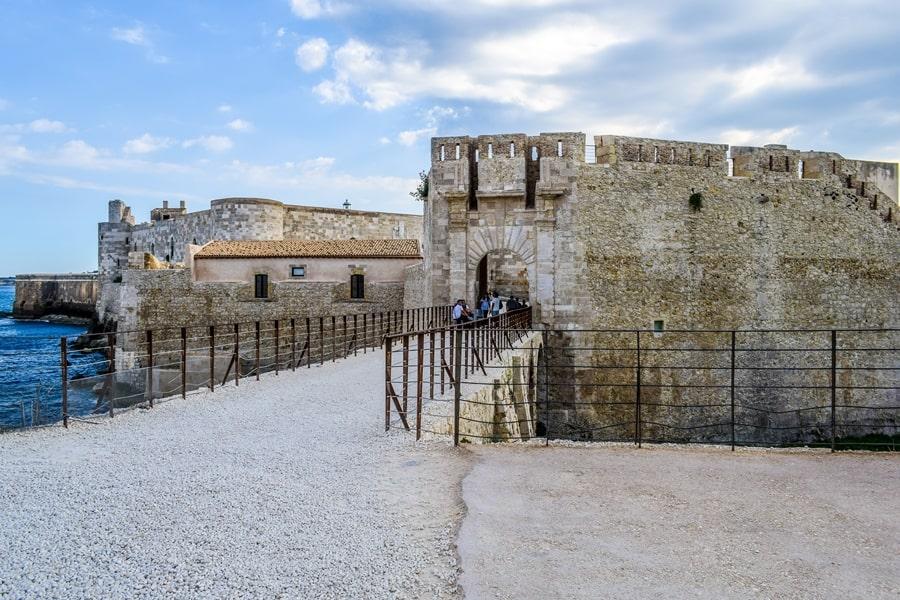 cosa-vedere-a-siracusa-sicilia-castello-maniace-01 Cosa vedere a Siracusa: tutti i luoghi da non perdere