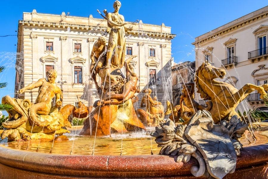 cosa-vedere-a-siracusa-sicilia-fontana-di-diana Cosa vedere a Siracusa: tutti i luoghi da non perdere