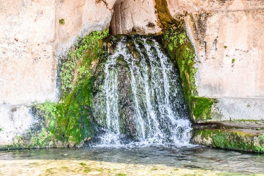 cosa-vedere-a-siracusa-sicilia-parco-archeologico-neapolis-grotta-del-ninfeo Cosa vedere a Siracusa: tutti i luoghi da non perdere