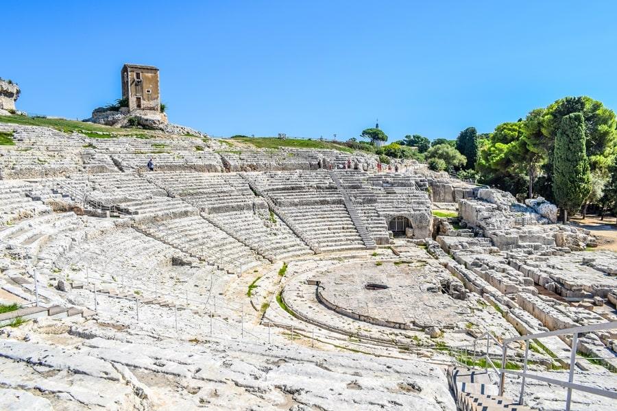 cosa-vedere-a-siracusa-sicilia-parco-archeologico-neapolis-teatro-greco Cosa vedere a Siracusa: tutti i luoghi da non perdere