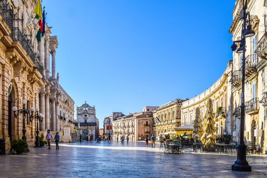cosa-vedere-a-siracusa-sicilia-piazza-duomo-03 Cosa vedere a Siracusa: tutti i luoghi da non perdere