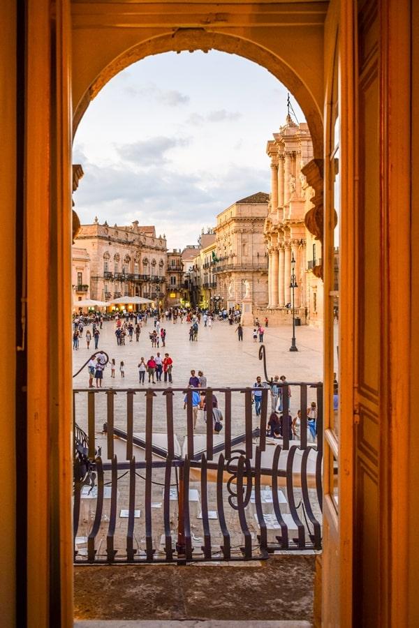 cosa-vedere-a-siracusa-sicilia-piazza-duomo-05 Cosa vedere a Siracusa: tutti i luoghi da non perdere