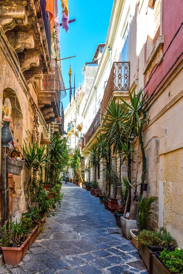 cosa-vedere-a-siracusa-sicilia-rione-giudecca Cosa vedere a Siracusa: tutti i luoghi da non perdere