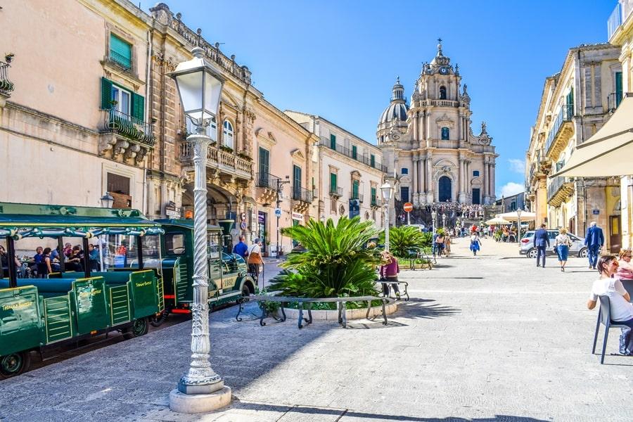 ragusa-ibla-piazza-duomo-01 Cosa vedere a Ragusa in un giorno