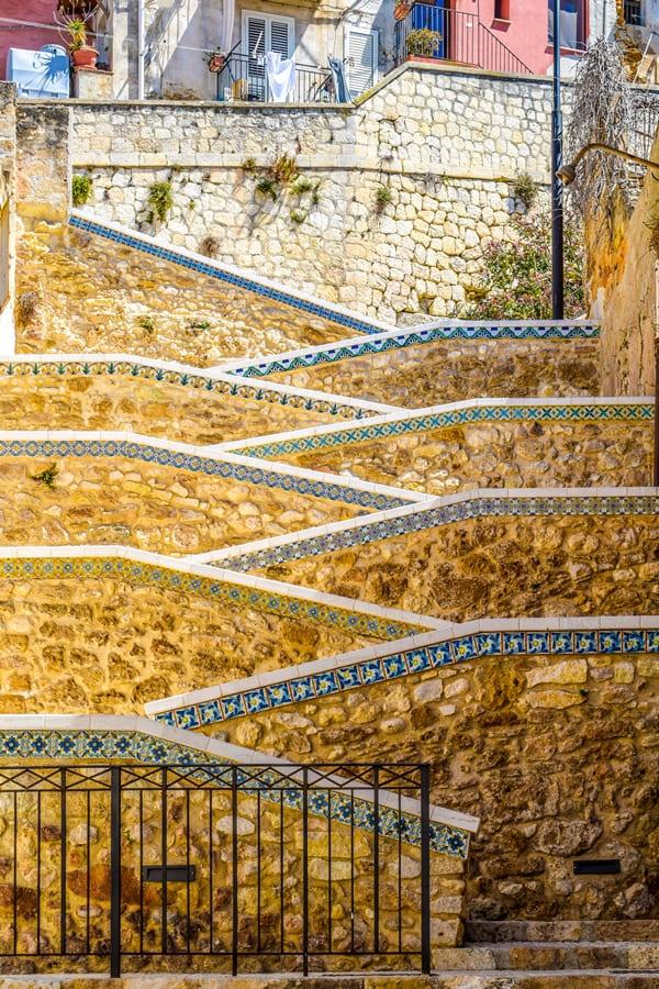 cosa-vedere-a-sciacca-scalinata-01 Sciacca: cosa vedere nella cittadina delle ceramiche e delle terme