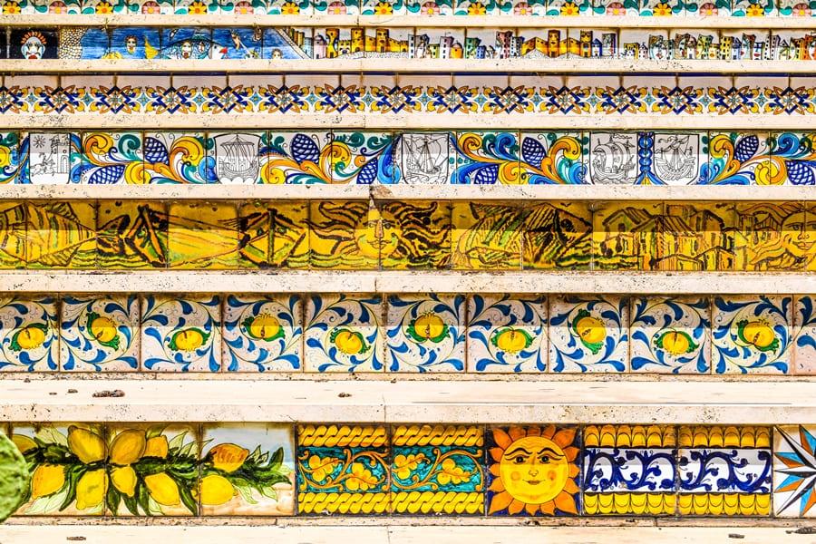 cosa-vedere-a-sciacca-scalinata-03 Sciacca: cosa vedere nella cittadina delle ceramiche e delle terme