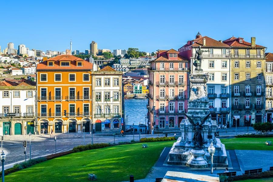 cosa-vedere-a-porto-praca-infante-henrique-01 Cosa vedere a Porto: itinerario di due giorni